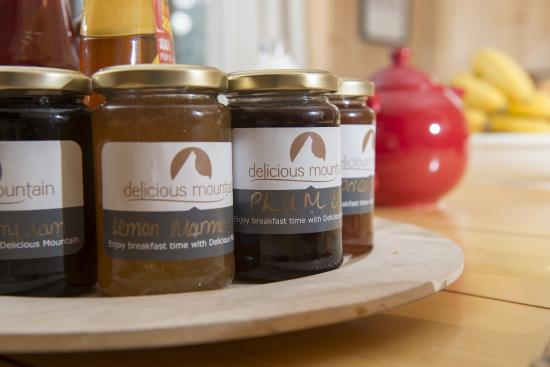 Delicious Mountain - Chalet La Chouette: Home made jams for breakfast