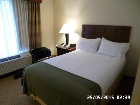 Holiday Inn Express Braintree: Bed