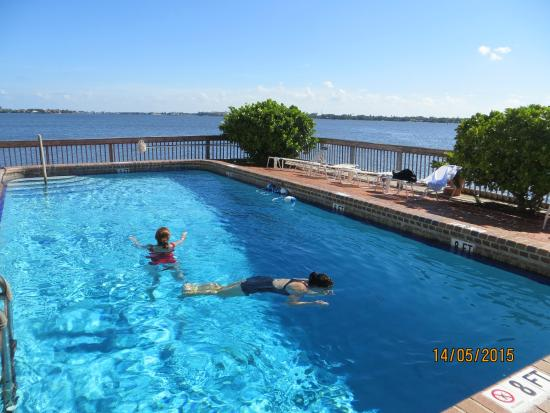 Palm Beach Waterfront Suites Piscina Del Hotel