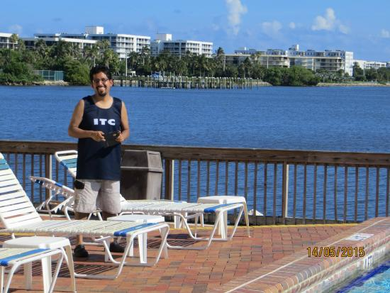 Palm beach waterfront suites desde fl for Apartahoteles familiares playa
