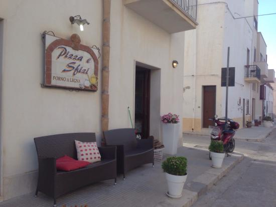 Pizza E Sfizi : Outside pizzeria were couch/benches that you could utilize while waiting for your pizza.