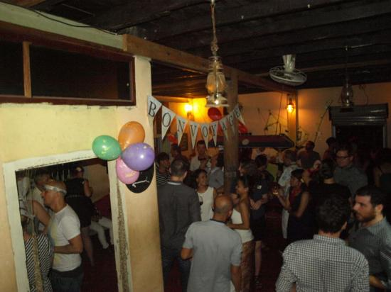 Redbul Bar: dancing