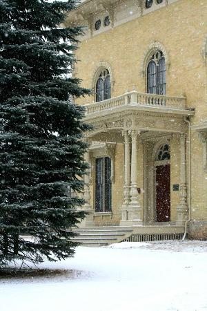 Rock County Historical Society : The Lincoln-Tallman House during snowfall