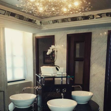 Condado Vanderbilt Hotel Lobby Bathroom