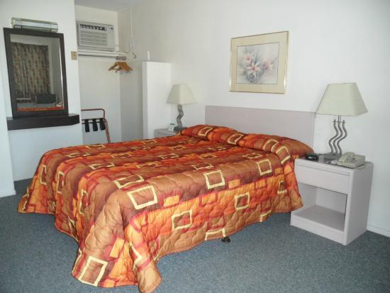 Journey Inn: Room with 1 Queen bed