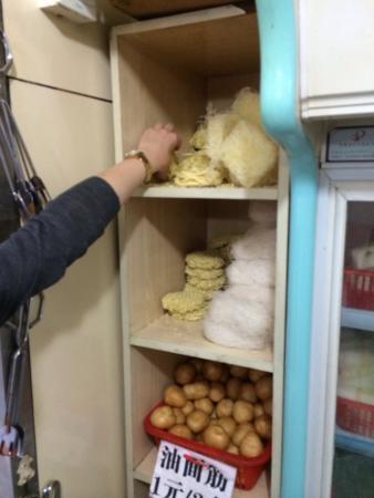 World Union Service Apartment Mosike: Direkt gegenüber des Apartments auf der anderen Strassenseite gibt es eine tolle Suppen Küche. L