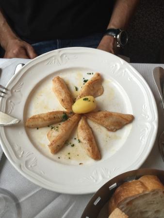 Croix Fédérale: Menu Business - très bon menu. Les frites et le flan fait maison un délice.Patron pas très souri
