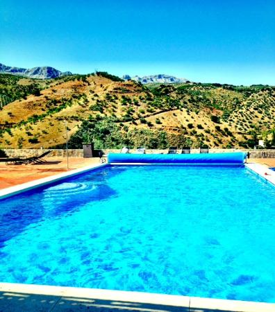 Cortijo Piltraque: The huge swimming pool