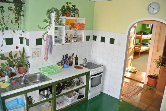Cosy Corner Hostel : Fully equipped guest kitchen