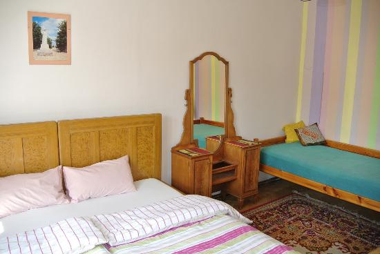 Cosy Corner Hostel: Spacious private rooms.