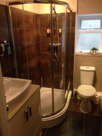 The Clontarf Hotel: Ensuite shower with toiletries from L'Occitane