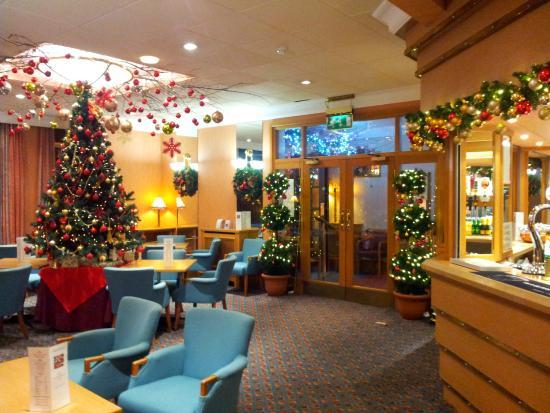 Expanse Hotel: Hotel Bar Christmas Decor
