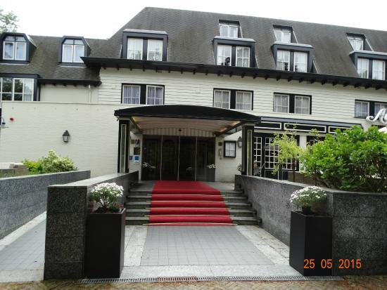 Fletcher Hotel-Restaurant Auberge De Kieviet : Buitenkant van het hotel mooier dan de binnenkant
