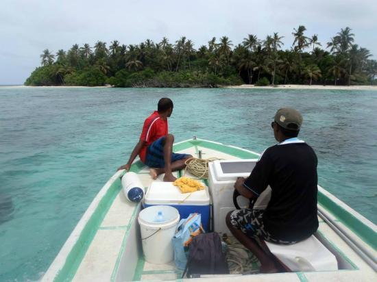 Maldive Due Palme: Raggiungiamo una nuova isola in barca