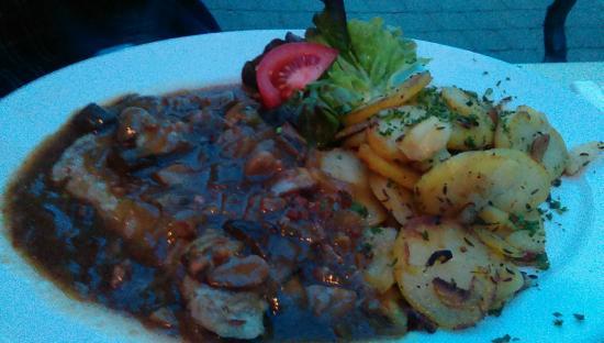 Mahrs Bräu: Pork steak with fried potatoes