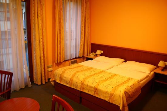 Austria Suites: Bed