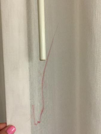 Wyndham Visalia: Curtain in Suite