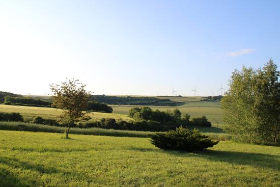 Le Relais de Fontenailles : vue de la terrasse et des chambres