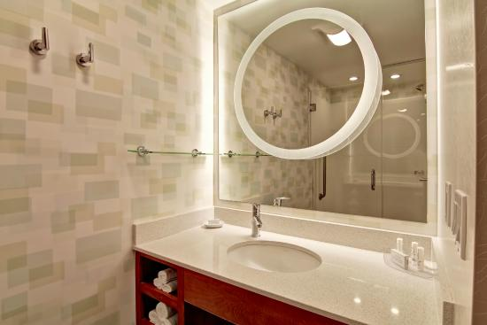 SpringHill Suites Tallahassee Central: Bathroom Vanity