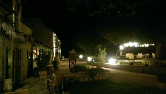 Le Troubadour: View of front of hotel in the evening