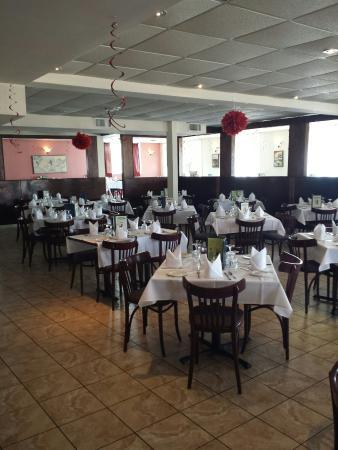 Mariachi Restaurant: Spacious dining room