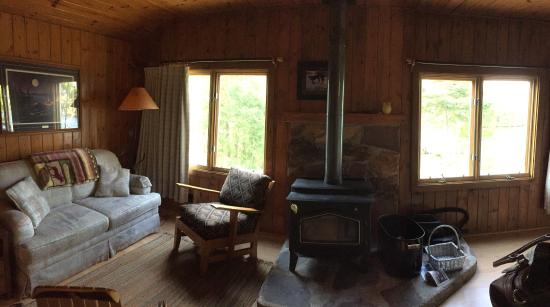 Nor'Wester Lodge and Canoe Outfitters : Beautiful and rustic cabins!