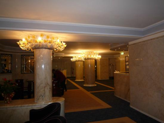 Hotel Bisanzio : reception of hotel with comfy seating!