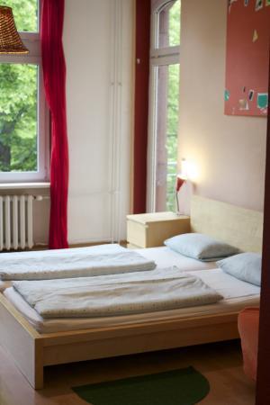 Re 4 Hostel