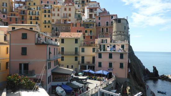 Hotel Marina Piccola : Rosa bygning på venstre side
