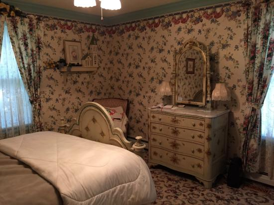 His Majesty's Bed & Breakfast: Queen's Room