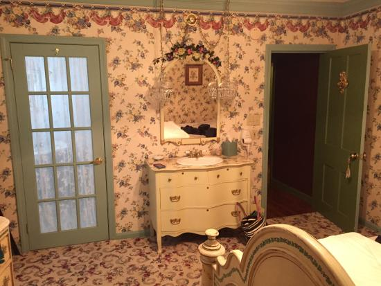 His Majesty's Bed & Breakfast: Queen's Room 2