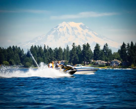 Lakewood, WA: Fun on the water at American Lake [photo credit: Dean Paulson Photography]