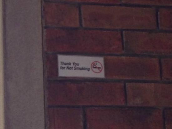Mojito's Tapas Restaurant: No smoking outside Yay!