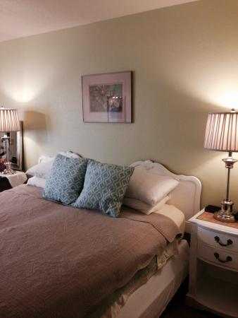 La Kris Inn: Room 12, warm and inviting