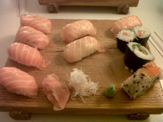 Le Sushi Bar: Grand plateau saumon