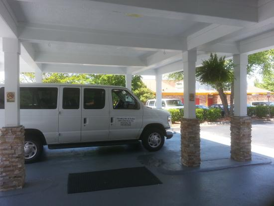 Country Inn & Suites By Carlson, Charlotte - I-85 Airport: 24 hr Airport Shuttle