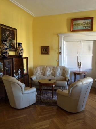 Chambre et Table d'Hote Le Blason: Drawing Room