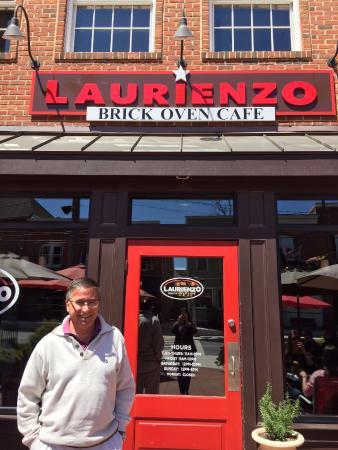 Laurienzo's Brick Oven Cafe : En la entrada de Laurienzo