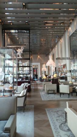 The grand salon foto di baccarat hotel residences for Salon baccarat