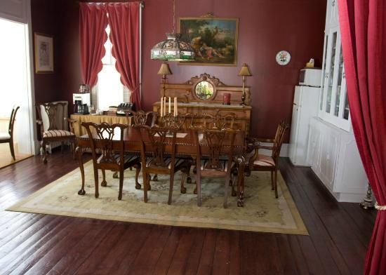 Au Manoir de Levis - Gite le Rosier: salle à manger