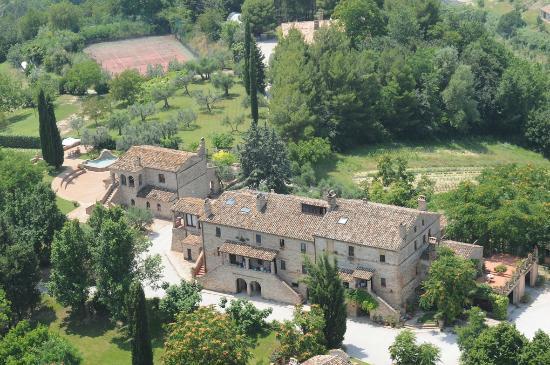 Agriturismo La Campana: Casali de La Campana: casale centrale, ristorante, parco