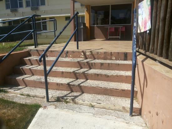 Faro Hotels Suites: escaleras rotas y en mal estado