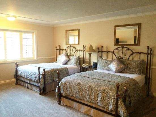 Coachman's Inn, A Four Sisters Inn: Coachman's Inn Double Queen Guestrooms
