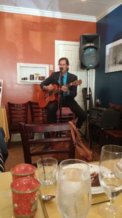 Sal e Pepe Restaurant and Bar: Billy Michael performed for the group - Wonderful !!