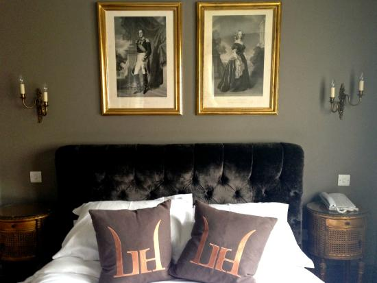 Linden House: Bett im Deluxe Zimmer