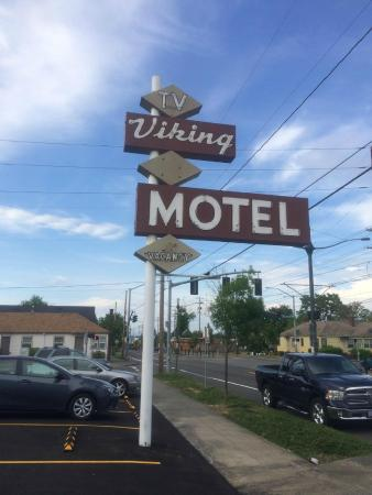 Viking Motel: Main Sign