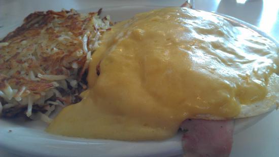 Cafe Verona: Eggs Benedict