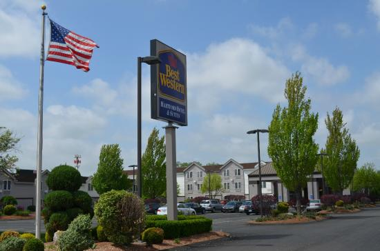 BEST WESTERN Hartford Hotel & Suites: Hotel Main Photo with Sign
