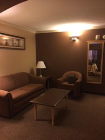 Best Western Marquis Inn & Suites: Living area