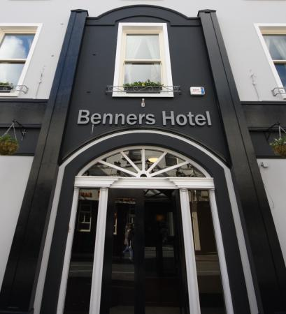 Exterior Picture Of Tralee Benners Hotel Tralee